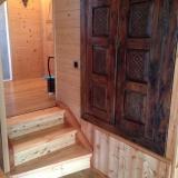intégration de meuble ancien, escalier et sol bois