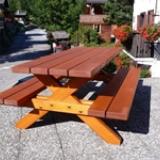 Table en mélèze pour l'extérieur